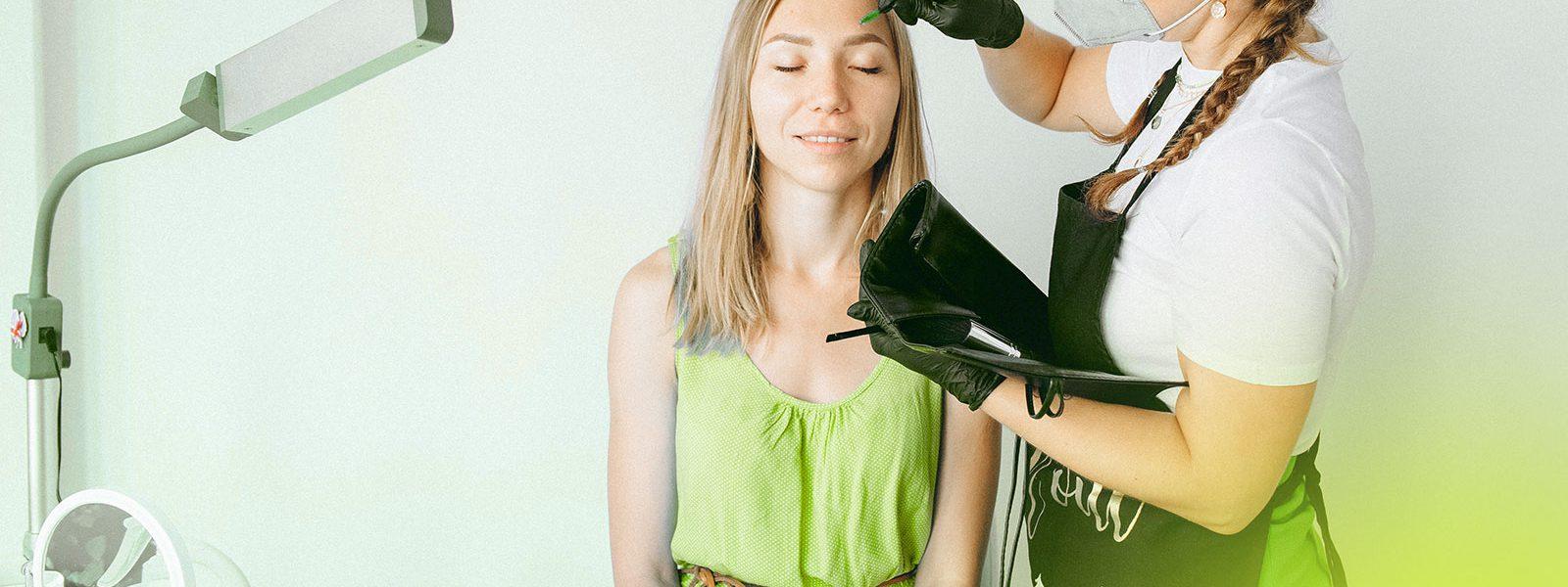 Jak przebiega stylizacja brwi